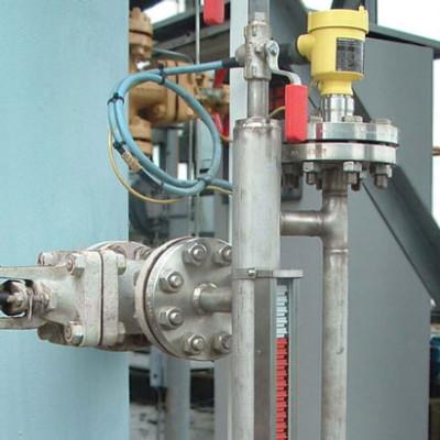 KSR Kuebler bypass level transmitter with bridle redundancy