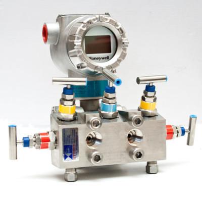 Honeywell STD800 DP Transmitter fitted through a 5 valve manifold